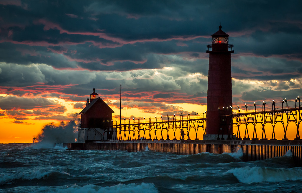 Grand Haven Pier And Lighthouse Ottawa County Mi October Flickr