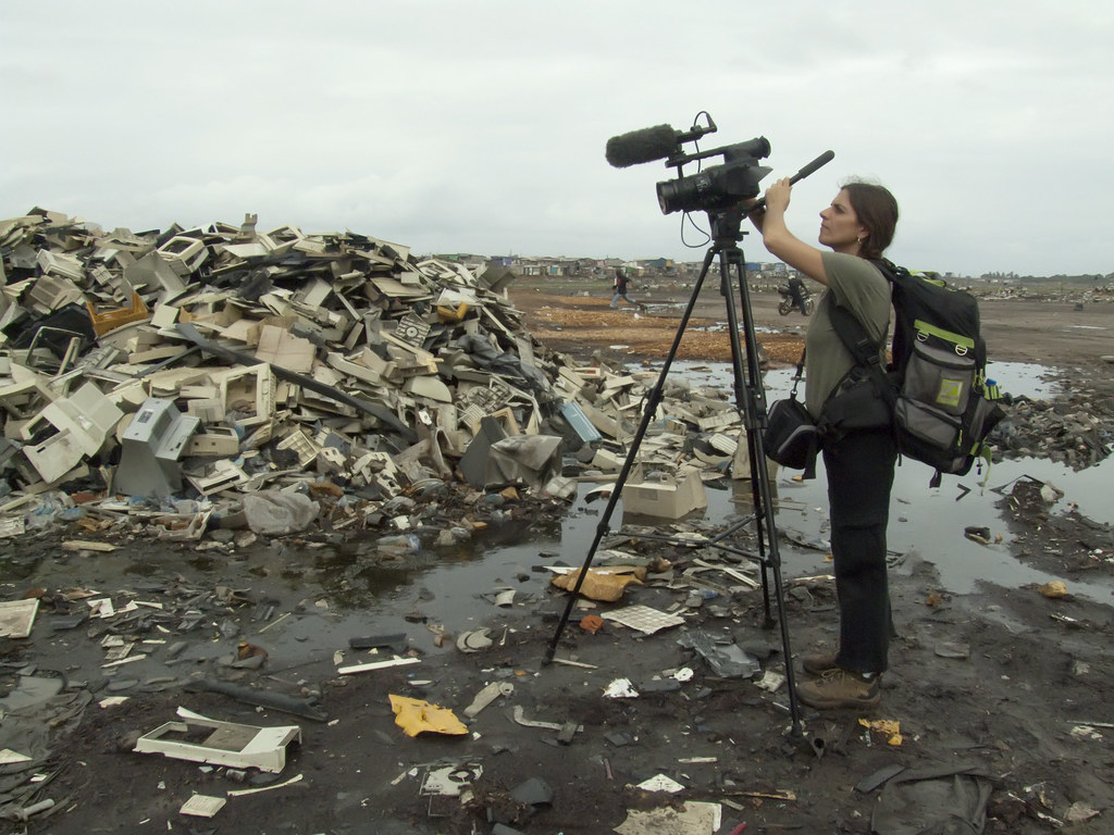 Ana Paula Habib films in the Agbogbloshie dumpsite in Accr… - Flickr