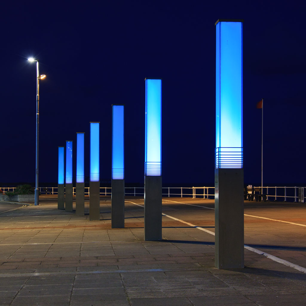 Seafront Light Columns | These light columns 'pulse' as ...