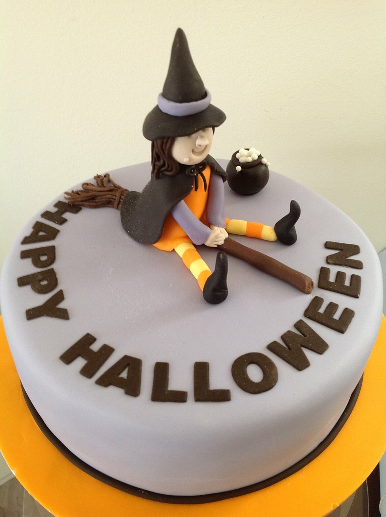Cute witch halloween cake cute witch cake for a pre Cute easy halloween cakes
