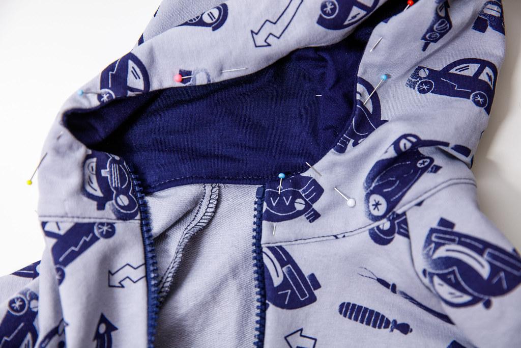 Kaptur przyszyty do bluzy