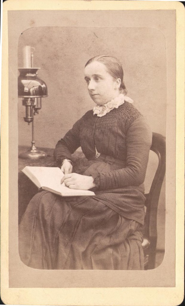 Whatsthatpicture Carte De Visite Portrait Of A Lady By Edwin Bell Ealing