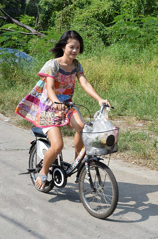 The Bicycle Of Foreign Woman 81