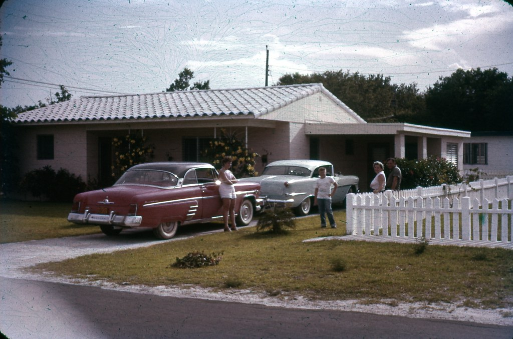 1950s cars in the driveway | 35mm slide collection of ...