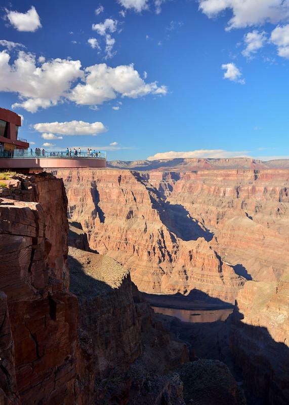 Skywalk del cañón del colorado y su plataforma de cristal
