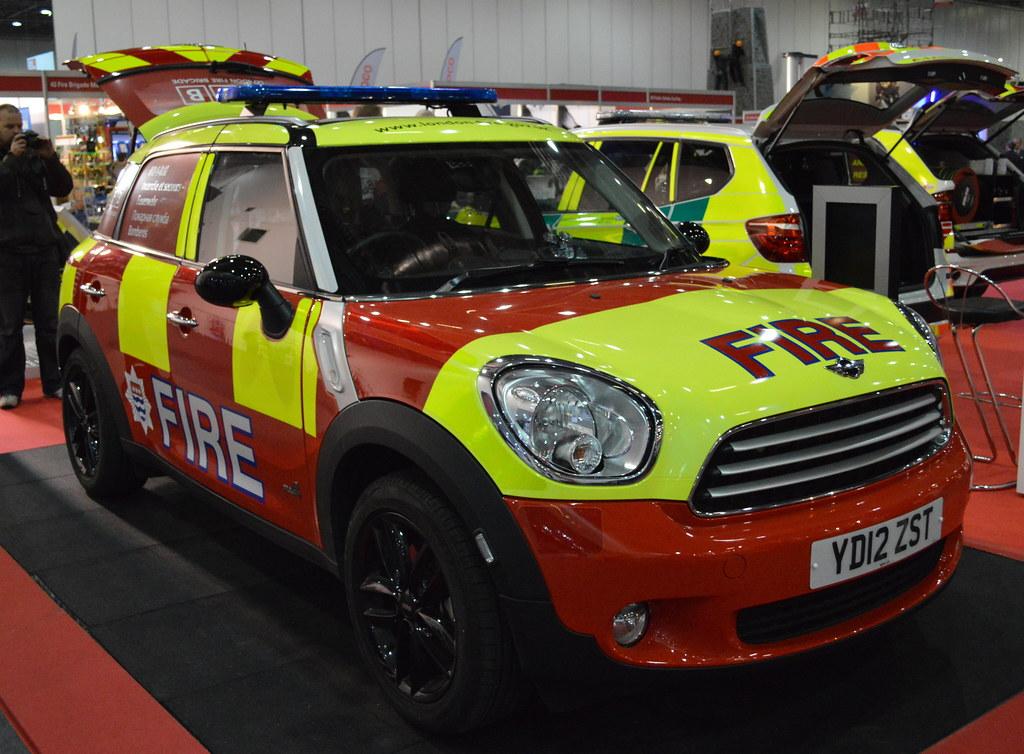 ... London Fire Brigade / BMW Mini Cooper D / Small Fire Vehicle / YD12 ZST  |