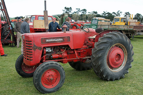 International 275 Tractor Wheels Rims Used : International b tractor waipara vintage festival