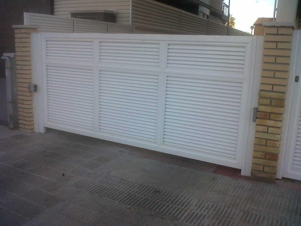 Puerta batiente de lamas motorizada montaje de puerta - Puerta de lamas ...