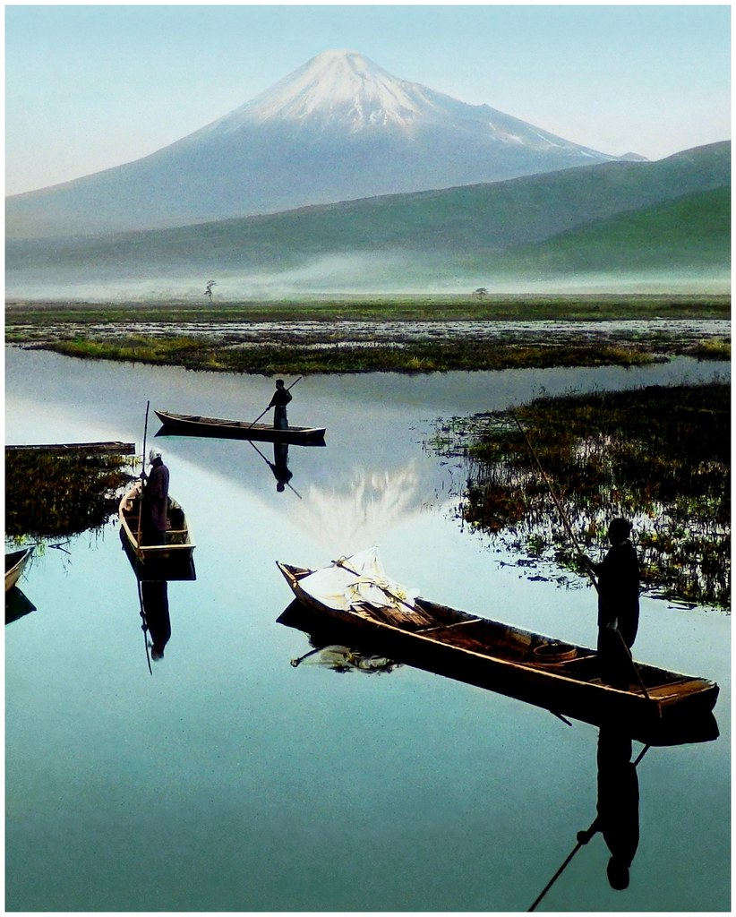 Step Into The Light Vr: BOATMEN AND THEIR SKIFFS ON THE MISTY MARSHES OF KASHIWABA