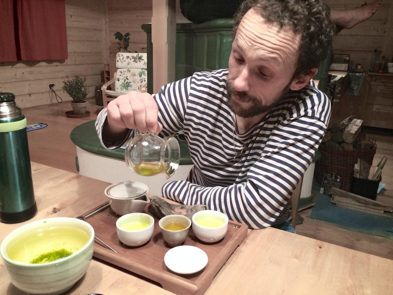 Nad ránem při čajové degustaci