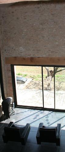 Salon hauteur sous plafond et mur en pierres gite la for Architecte 3d hauteur mur