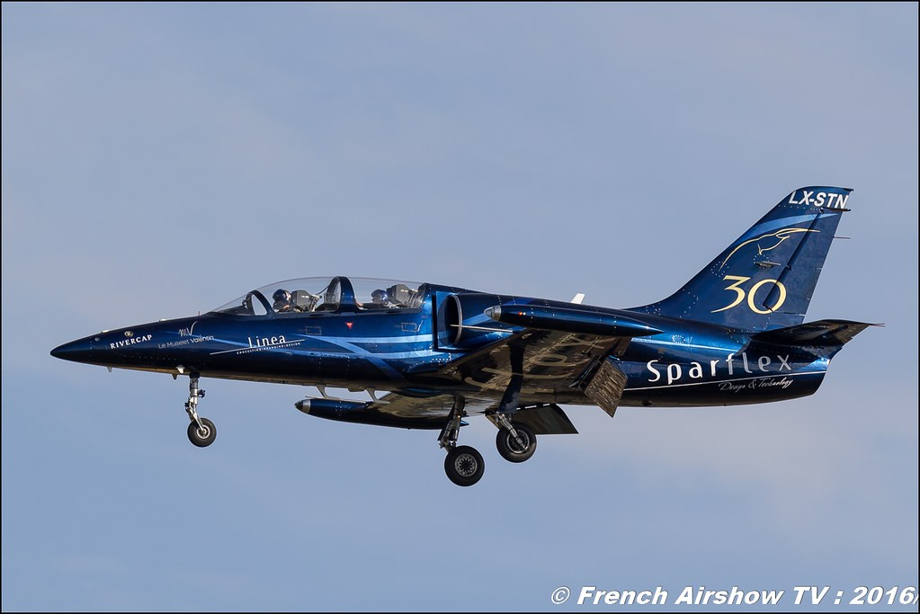 Patrouille Sparflex L39 Albatross , LX-MIK , LX-STN , Fly & Fun ,22 ème meeting aérien international de Roanne , Meeting Aerien Roanne 2016, Meeting Aerien Roanne , ICAR Manifestations , meeting aerien roanne 2016 , Meeting Aerien 2016 , Canon Reflex , EOS System