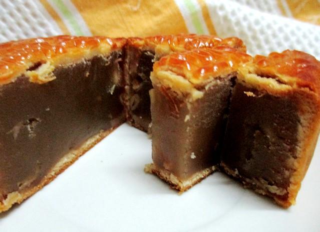 The original Raffles Singapore mooncake 3