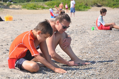 Carson and Julie look for interesting rocks | by secondtree