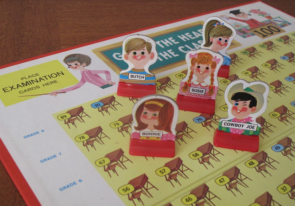 Modern Classroom Game ~ Go to the head of class milton bradley board game