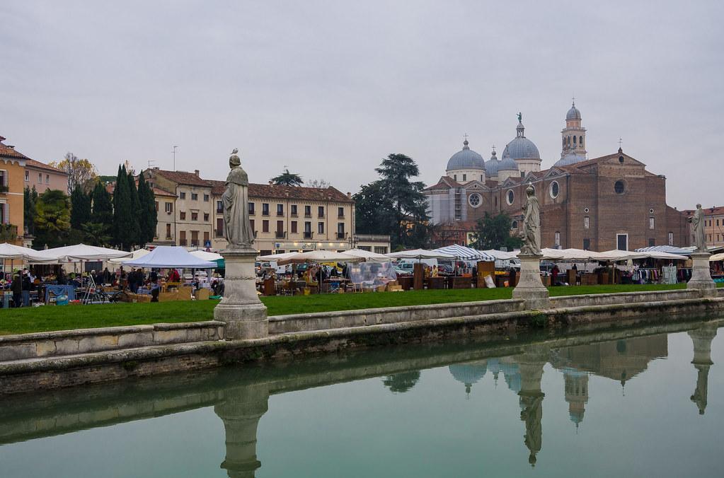 Prato della valle padova la basilica di santa giustina for Mercato prato della valle