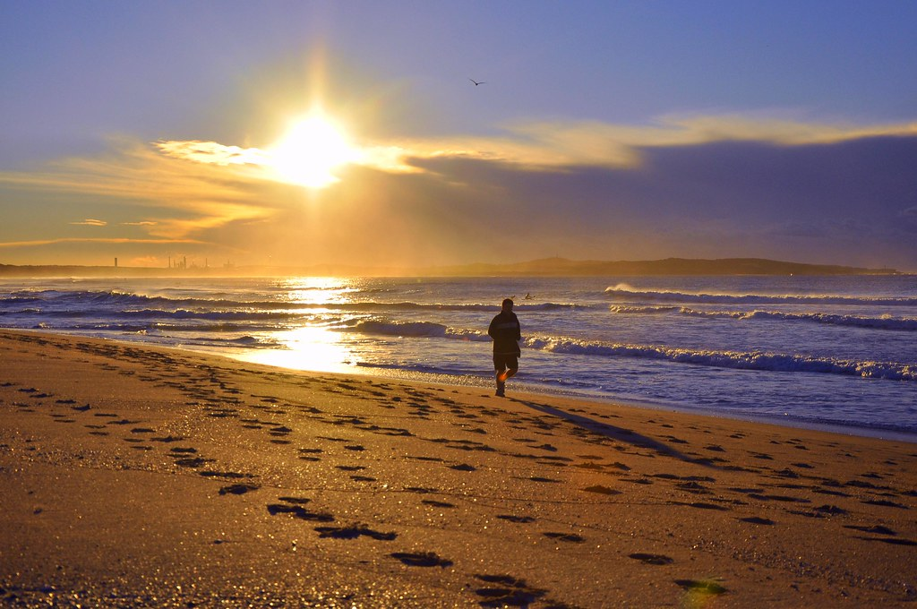 Sunrise Jogger @ Cronulla beach   Morning exercise is a ...