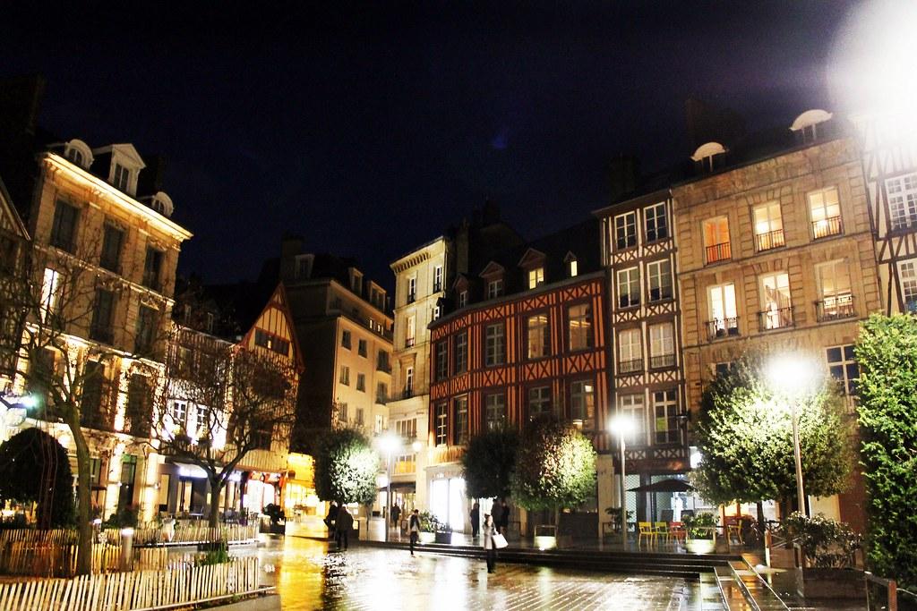 Drawing Dreaming - 10 coisas a fazer num dia em Rouen - Place de la Pucelle