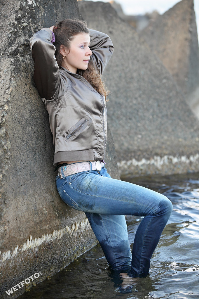 #235 Active Girl Wetlook. Dancer girls dressed in tight je ...