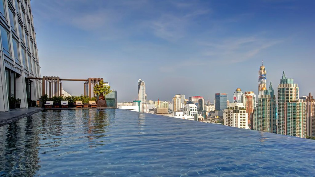 Infinity Edge Pool Over Bangkok Day Explore D