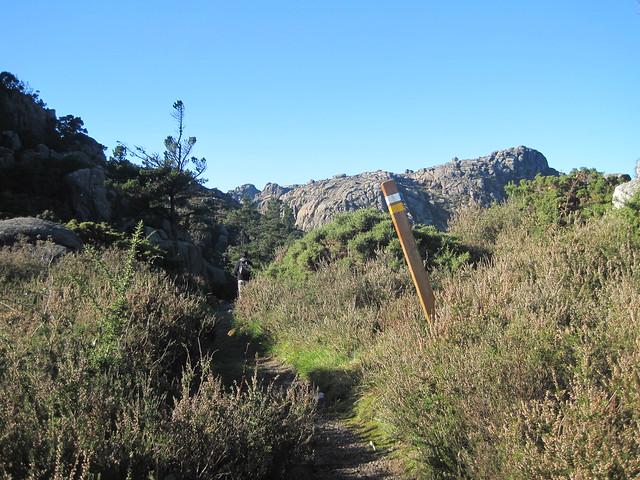 Sendero Señalizado en la subida al Monte Pindo