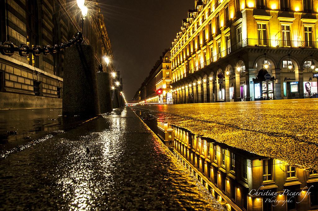 Paris Rue De Rivoli Reflet Dans La Nuit Par Christian Pic