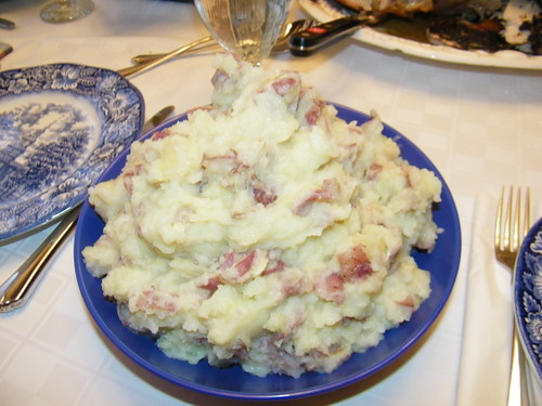 Red-Skinned & Roasted Garlic Mashed Potatoes