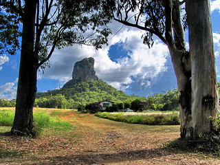 GLASSHOUSE MOUNTAINS | by bertknot