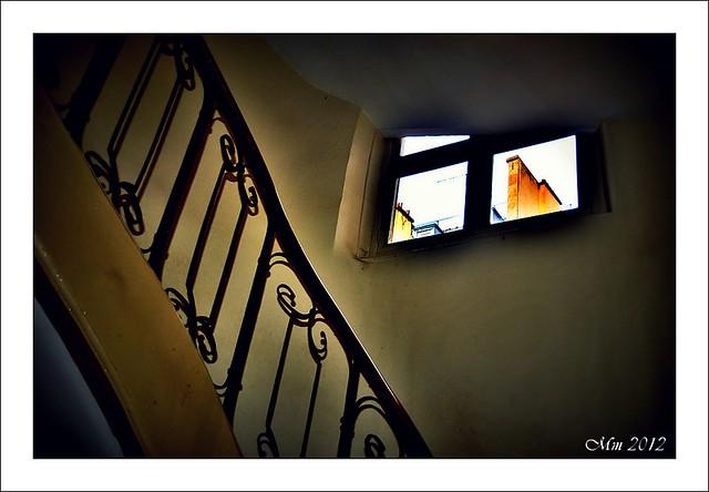 La petite fen tre dans l 39 escalier flickr photo sharing - Escalier petite largeur ...