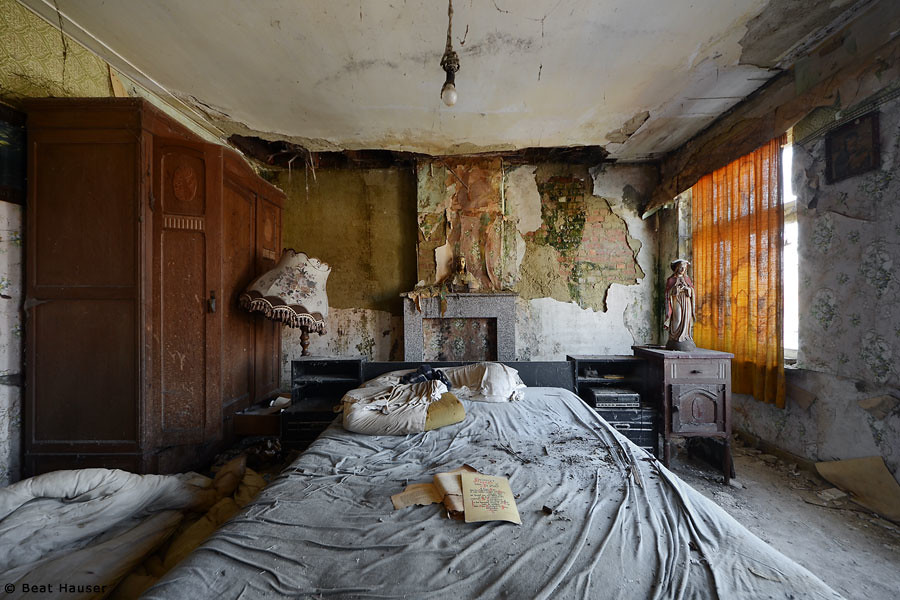 Abandoned Bedroom | Beat Hauser | Flickr