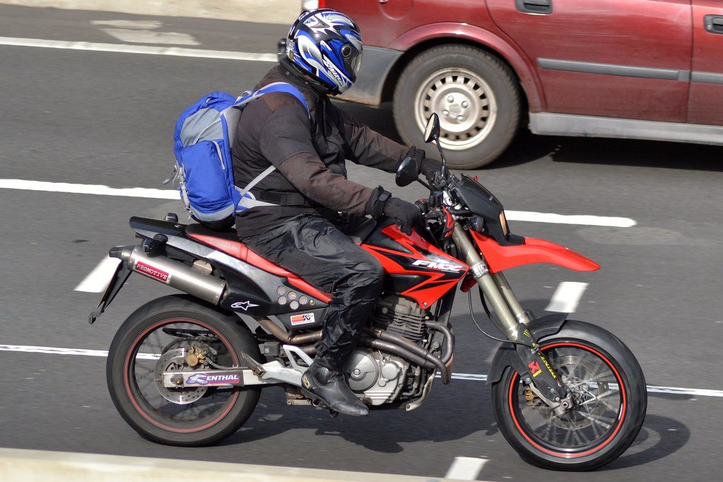 honda fmx 650 seen on the m4 in newport charles. Black Bedroom Furniture Sets. Home Design Ideas