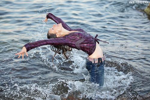 235 active girl wetlook dancer girls dressed in tight je