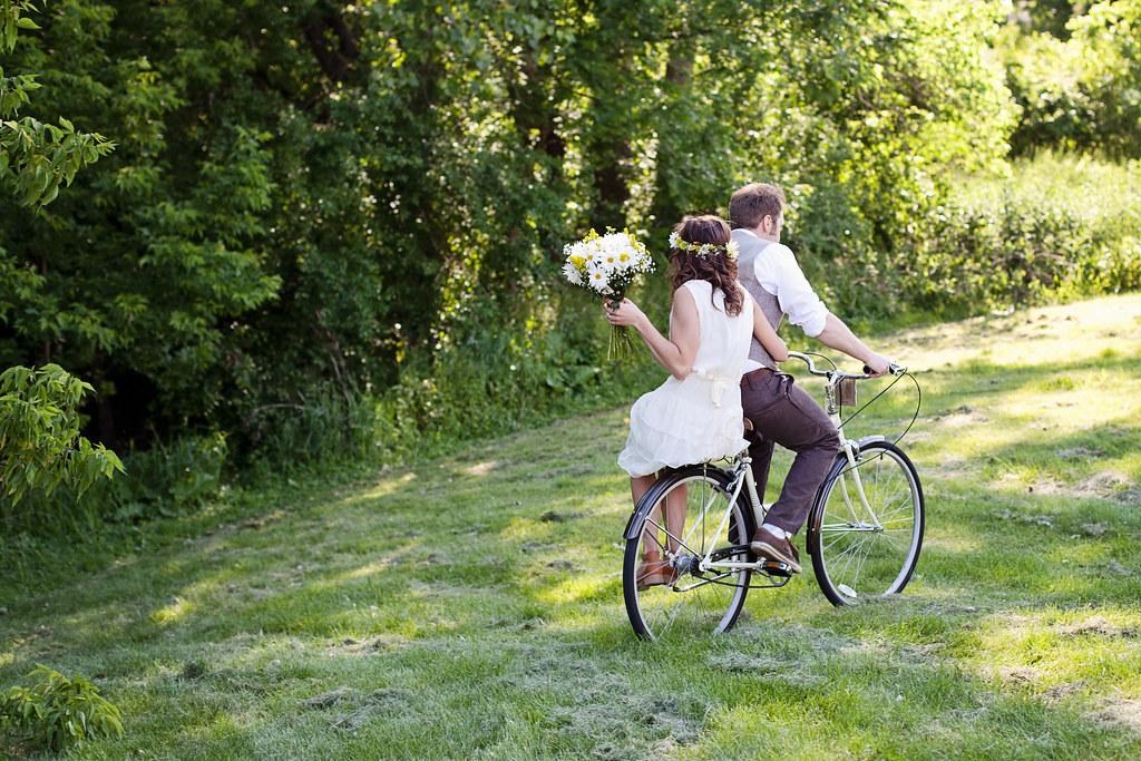 Green your wedding - Image courtesy of https://c1.staticflickr.com/9/8345/8188610601_0af9d3d514_b.jpg