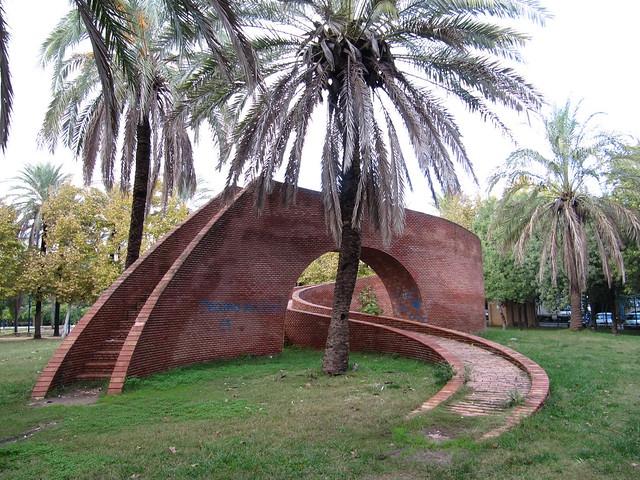 Escultura en los jardines del guadalquivir isla de la c for Jardines de la cartuja