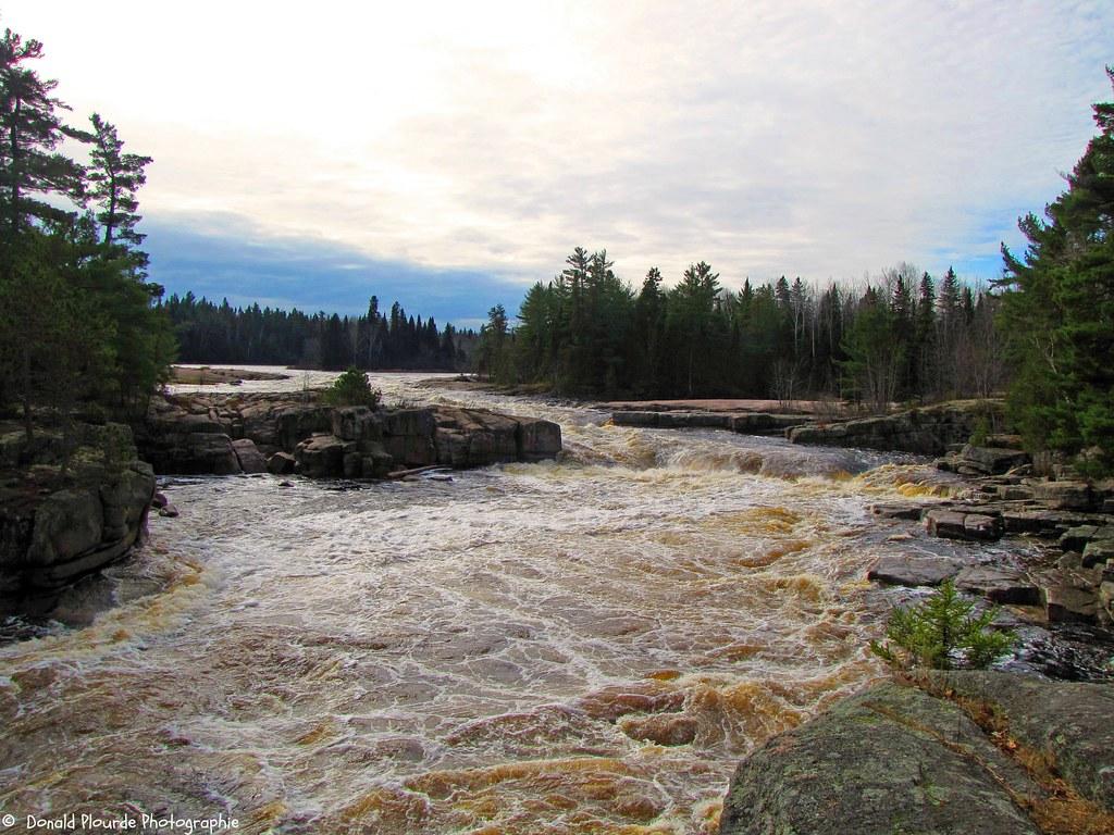 Chutes Papineau Falls Le Long De La Rivi 232 Re N 233 Pisiguit