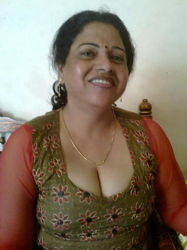 cleavage aunty desi real