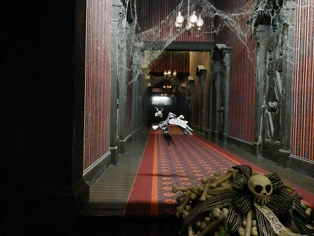Haunted Mansion Holiday Foyer Music : Haunted mansion endless hallway and zero