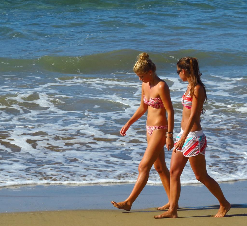 Girls At The Beach  Las Palmas De Gran Canaria  Colorado -1422