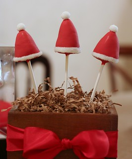 Santa Hat Cake Pops | by Sweet Lauren Cakes