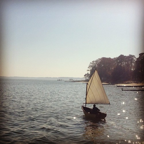 Today we brought the dinghy around the point to our friends' house so we could share #sailing fun. #boats #chesapeake #va #travel | by kindreds unite