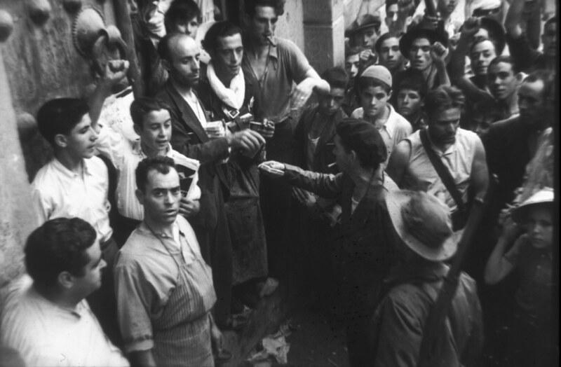 Milicianos de Toledo durante la guerra civil, asedio del Alcázar, verano de 1936. Fotografía de Santos Yubero © Archivo Regional de la Comunidad de Madrid, fondo fotográfico