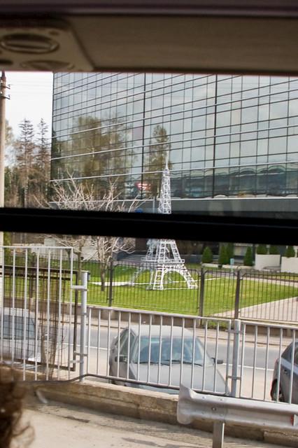 Mini tour eiffel à l'aéroport de moscou-sheremetyevo