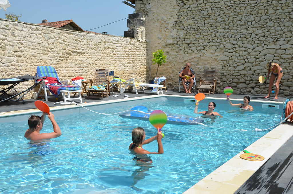 12 >> Ball-minton on swimming-pool | Stephane Mignon | Flickr