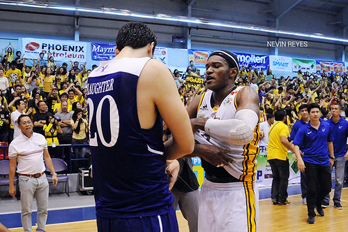 PCCL 2012 Finals Game 3: UST Growling Tigers vs. Ateneo Blue Eagles, Dec. 7 | by inboundpass