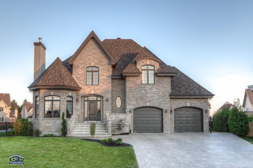 Le louvre avec garage double maison neuve tages cott for Maison avec garage double