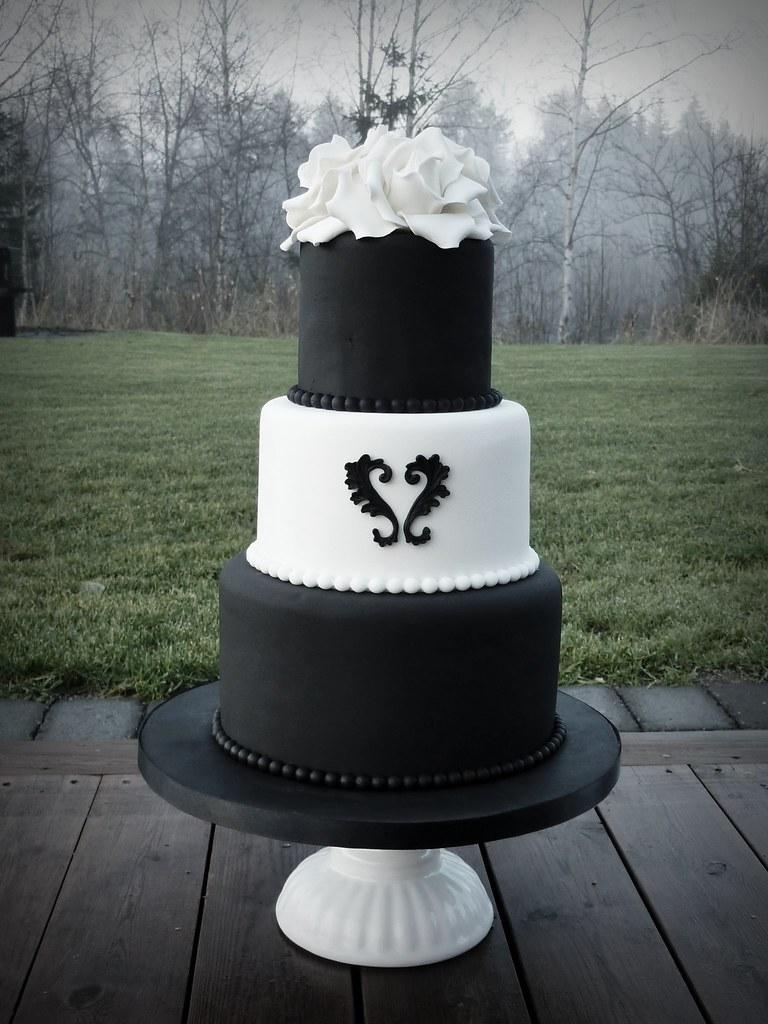 Black & White wedding cake   Bride and groom originally ...