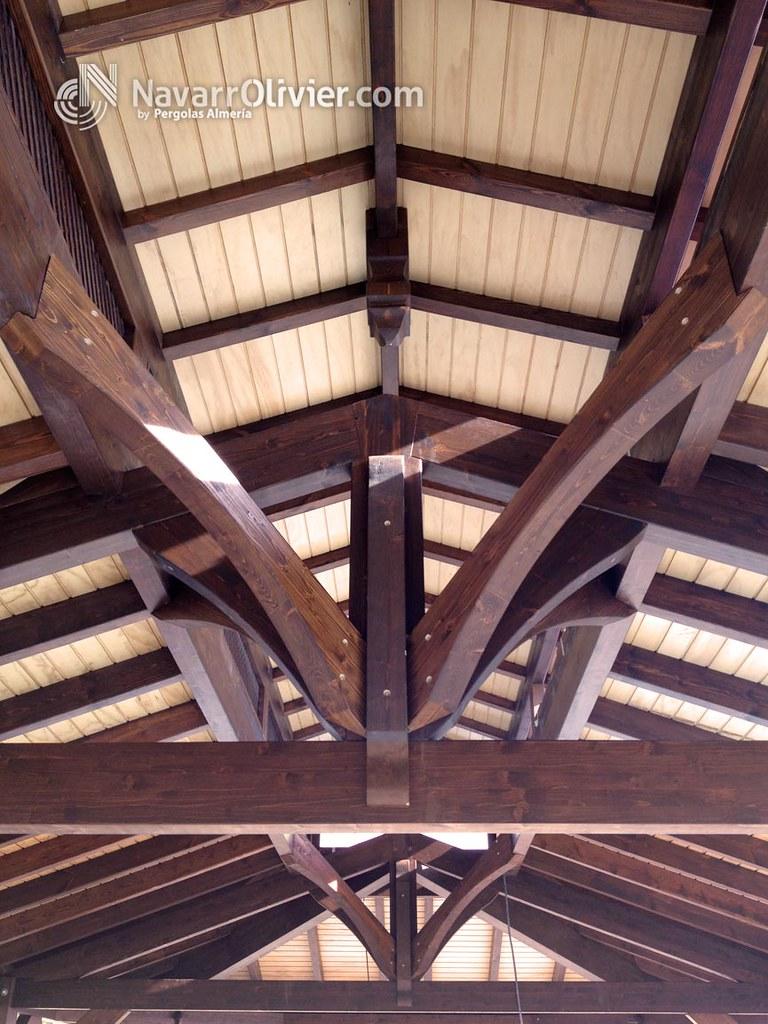 Estructura de madera cubierta a 4 aguas carpinter a for Tejados de madera a 4 aguas