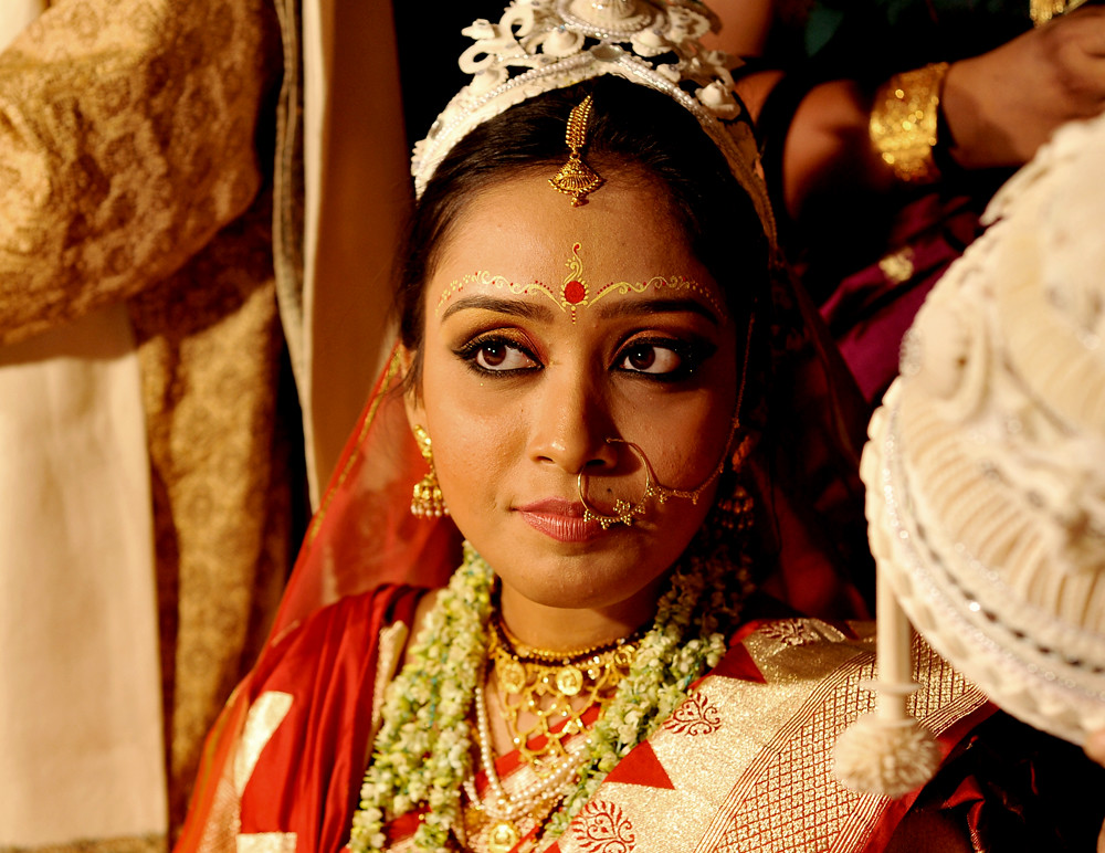 Traditional Wedding Dressup And Makeup : Bridal Makeup ...... The traditional Bengali bridal make u ...