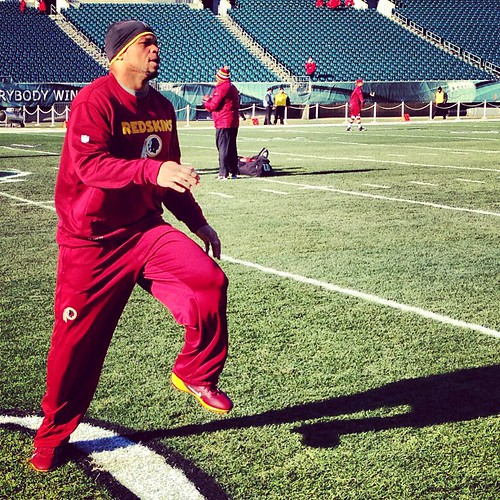 #Redskins LB/athlete/special teams ace Lorenzo Alexander stretches prior to today's game vs. the Eagles. | by Extremeskins