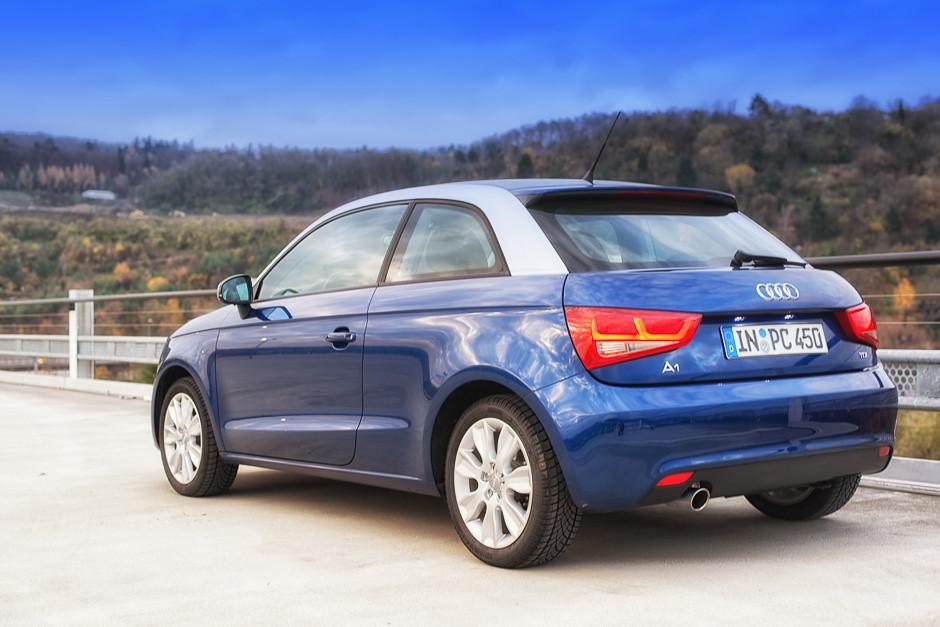 Audi A1 Scubablau Metallic Eissilber Metallic Seitenansic